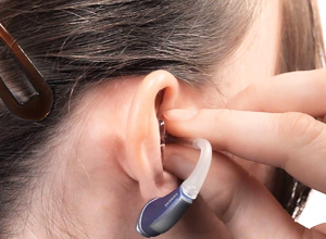Projeto isenta de IPI a compra de aparelhos auditivos e cadeiras de rodas