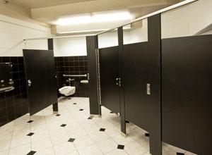 Empresa foi condenada por controle abusivo do tempo de empregados no uso do banheiro