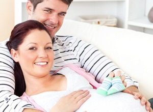 Pai pode faltar ao trabalho para acompanhar exames durante a gravidez da mulher