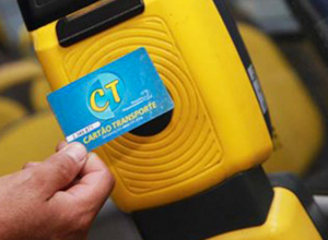 Servidor público tem direito a auxílio-transporte mesmo que utilize veículo próprio