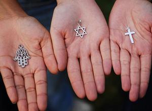 Intolerância religiosa é um crime de ódio que fere a liberdade e a dignidade humana
