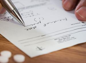 Receita médica precisa ser legível, de acordo com o Código de Ética Médica