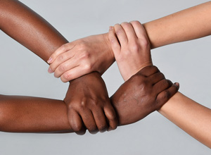 O racismo é um crime inafiançável e imprescritível