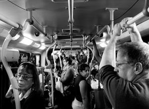 O trabalhador tem o direito a receber acréscimo salarial pelas despesas de transporte