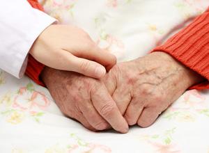 Escolas poderão ter aulas sobre respeito e cuidado aos idosos