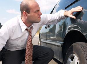 Empregado que teve desconto no salário para pagar conserto de carro será restituído