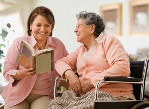 Segurada que necessita de cuidador obtém aposentadoria por invalidez com adicional