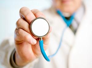 Plano de saúde deve indenizar e garantir sobrevida a paciente com tumor raro