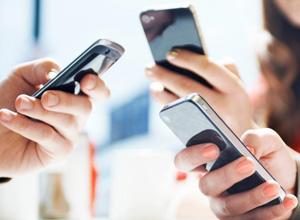 Operadora de telefonia móvel deve indenizar por cobranças indevidas