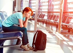 Indenização para passageira que sofreu efeito cascata após atraso em escala de voo