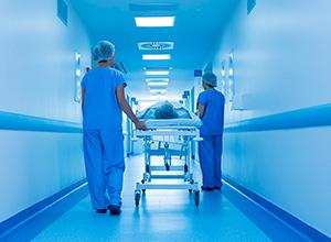 Hospital conveniado ao SUS deve indenizar moralmente pacientes por cobrança indevida