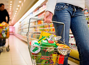Consumidor receberá indenização por constrangimentos em supermercado
