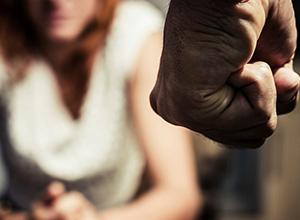 Mesmo com lei do feminicídio, medo de denunciar é entrave para prevenir mortes