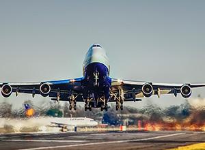 TJ majora danos morais a passageiros de voo internacional que amargaram longo atraso