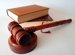 Banco é condenado a indenizar por depositar cheque antes do prazo acordado