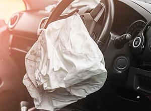 Montadora indenizará morte em acidente com carro em que 10 airbags não foram ativados