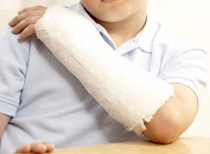 Município indenizará criança que quebrou o braço em brincadeira no jardim de infância
