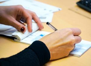 Banco indenizará clientes por utilizar limite de cheque especial sem autorização