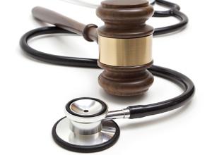 Plano de saúde deverá indenizar cliente que teve pedido de cirurgia vital negado