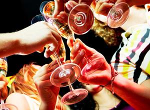Jovem será ressarcido por escassez de bebidas em festa open bar no réveillon da Ilha