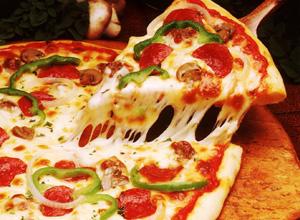 Homem que engoliu garfo enquanto comia pizza será indenizado