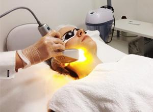 Cliente será indenizada após sofrer queimadura em clínica de estética