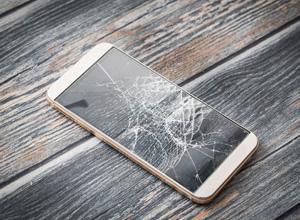 Mulher que teve celular danificado por companheiro em briga deve ser indenizada
