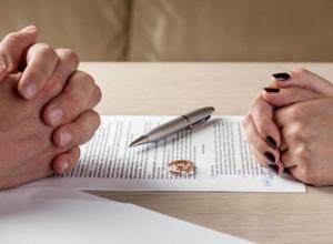 Mesmo concluído divórcio, direito de mudar nome de casado remanesce para ex-cônjuges