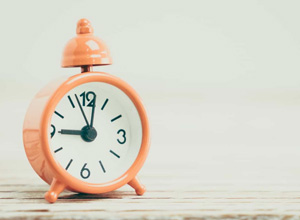 Auxiliar de serviços gerais submetido à jornada de 17 horas será indenizado