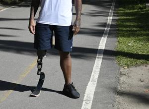 Garoto que perdeu a perna em  acidente de trabalho garante indenização