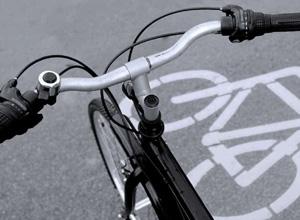 Ciclista que perdeu a perna em acidente de trânsito receberá R$ 100 mil de indenização