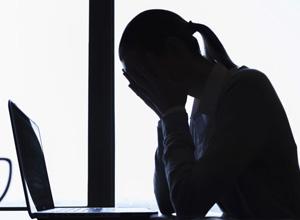 Ausência de relação da depressão com o trabalho inviabiliza reintegração de bancária