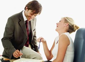 Empresa não pode proibir namoro entre funcionários; veja as decisões da Justiça